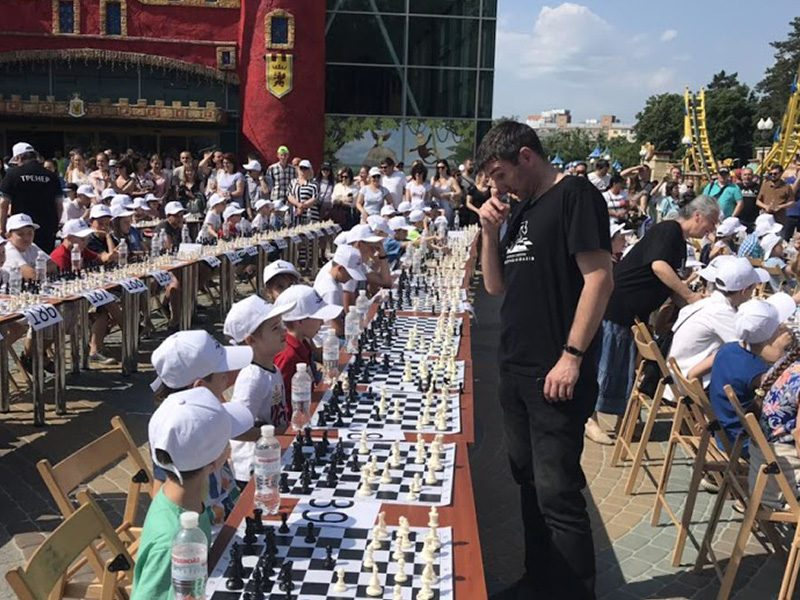 600 kids national record simul in Kharkiv, June 2019. Video about this event at https://www.facebook.comkharkov.chessvideos1259891430844465