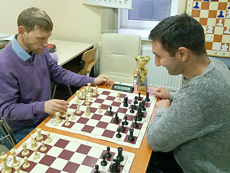 Checking the Berlin with my friend GM Goloshchapov, February 2020